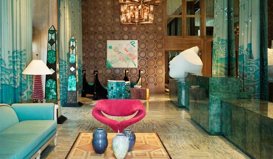Интерьер, в дизайне которого используются, вместо натуральных отделочных материалов, их имитация.