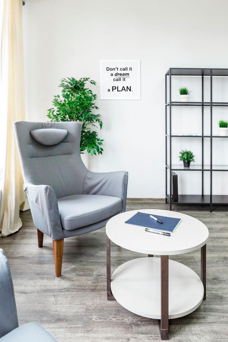 Мягкая зона в кабинете в дизайн-проект и комплектация офиса мебелью ИКЕА — дизайнер  Сазонова Ира