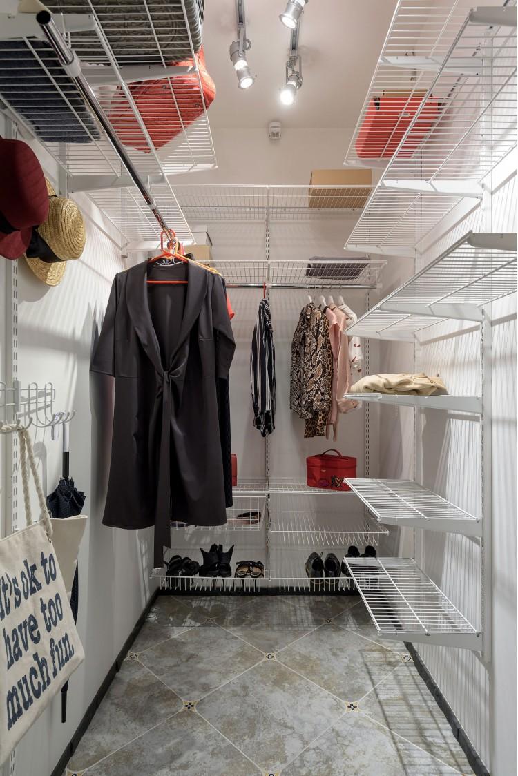 """Гардеробная — Дизайн-проект 2-комнатной квартиры """"Forever young"""" White Cozy Home в ЖК River Stone, 85м.кв — дизайнер Сазонова Ира"""