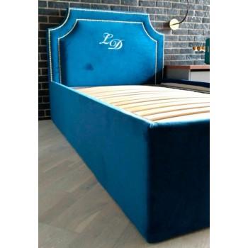 Кровать с вышивкой
