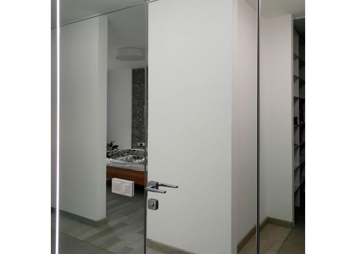 Invisible line – коллекция скрытых дверей – зеркало  2