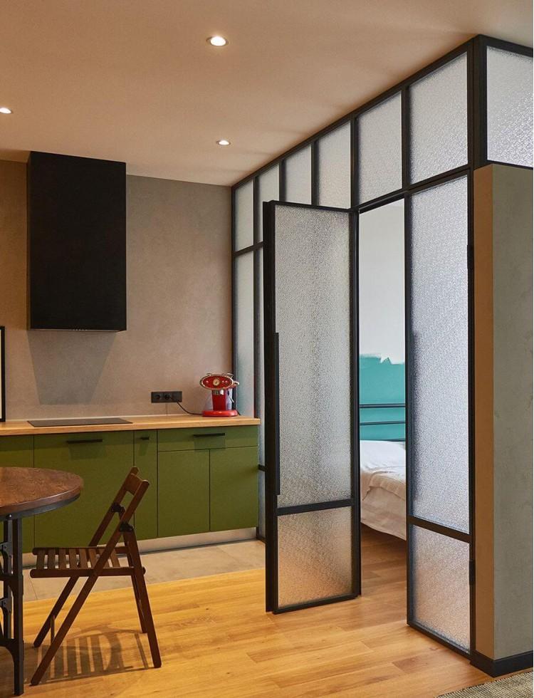 Кухня с обеденной зоной в дизайн-проекте квартиры в ЖК Комфорт Таун, 65м.кв.— Design Burean