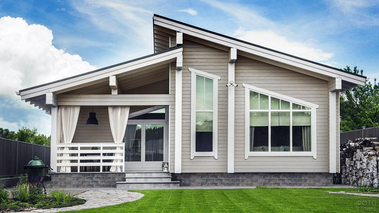 Дом с огромными окнами