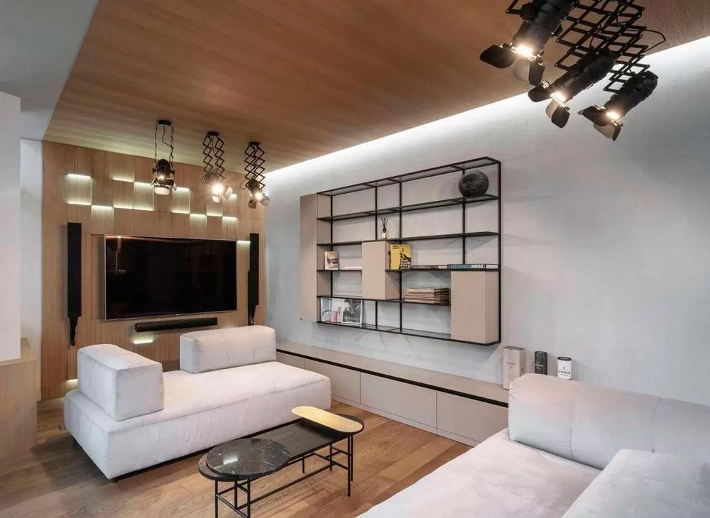 Светлая гостинная с деревянными элементами