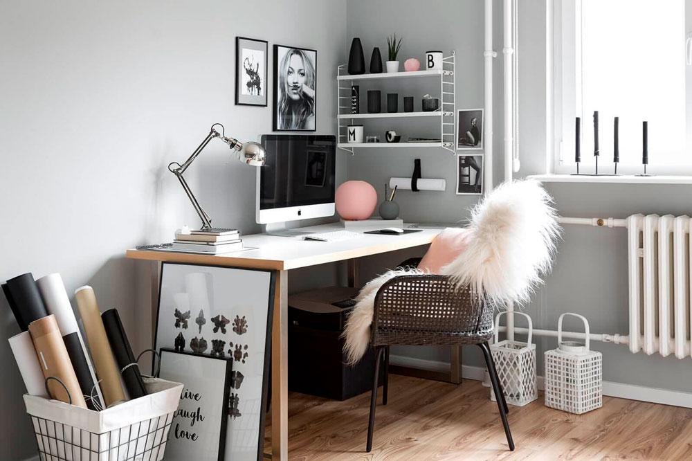 Оформления домашнего офиса в нордическом стиле: удобное кресло, деревянный стол, настольная лампа, корзины для хранения