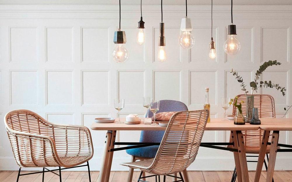 Лампы Эдисона, кухонный стол, кресла и стулья из ротанга