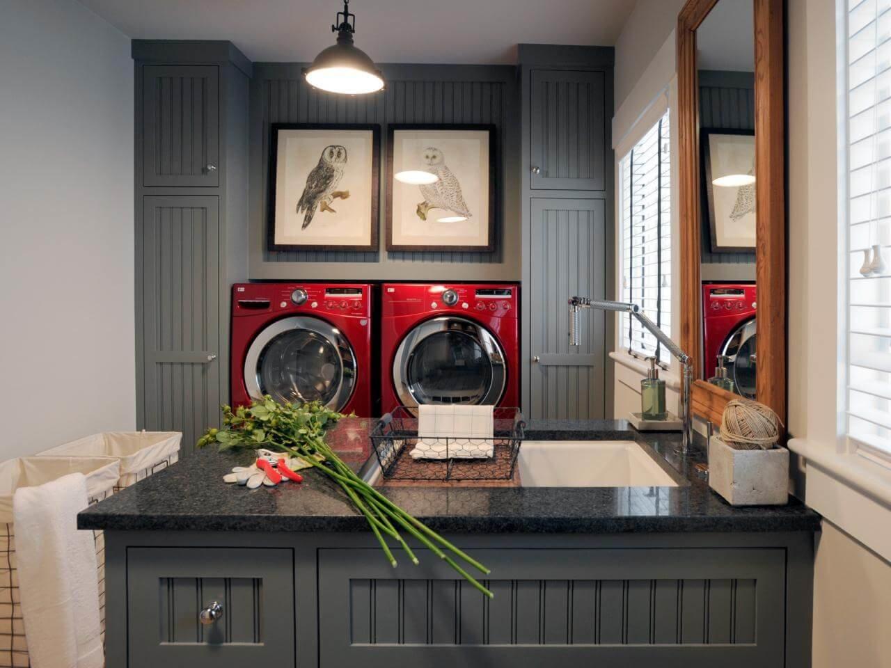 Яркая стиральная машинка - это отличная идея для творческих личностей.