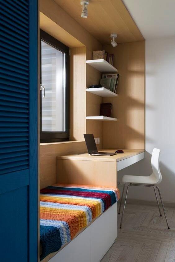Действительно яркий пример того, как можно организовать пространство вокруг окна