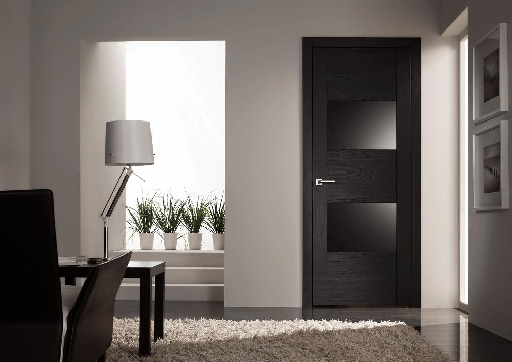 Двери и мебель в цвете темный венге в светлом интерьере
