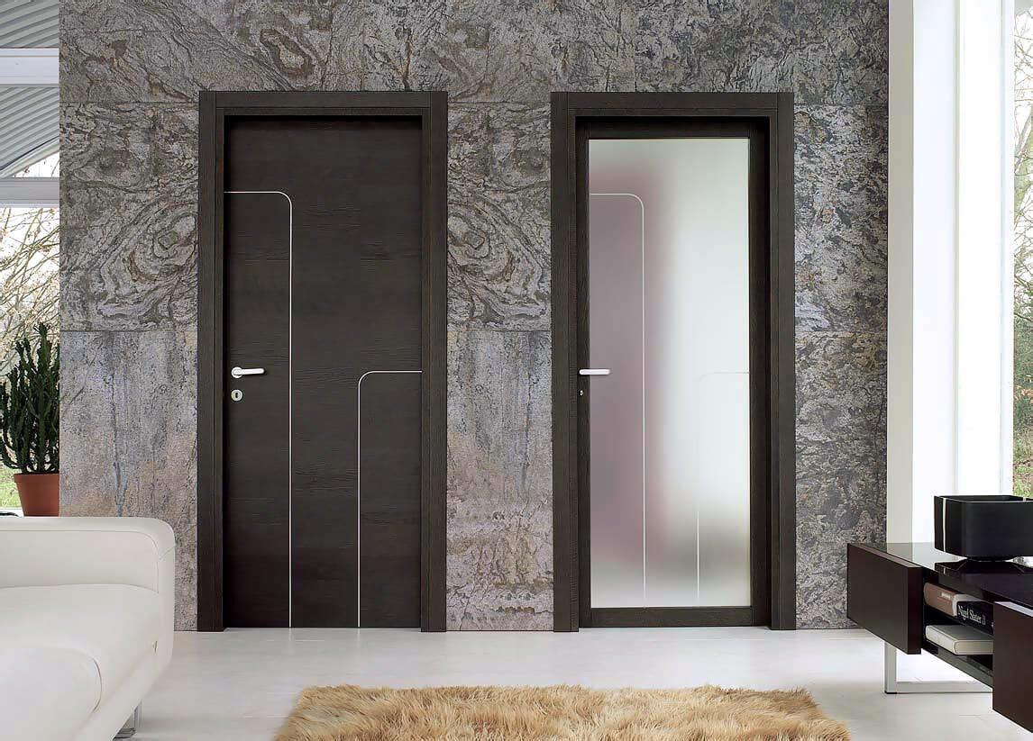 Двери венге со стеклом и декоративными молдингами