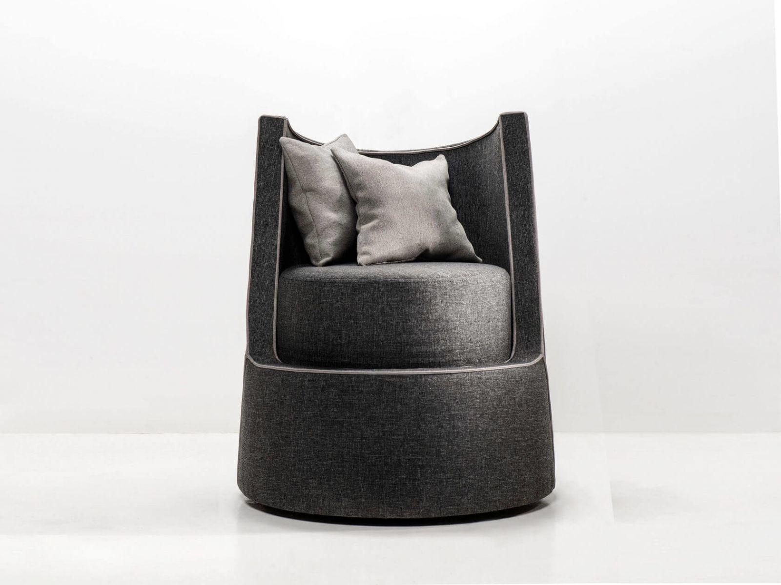Особенность кресла в том, что оно очень легкое и мобильное, и кроме этого, основа поворачивается вокруг своей оси. Материалы: текстиль и войлок.