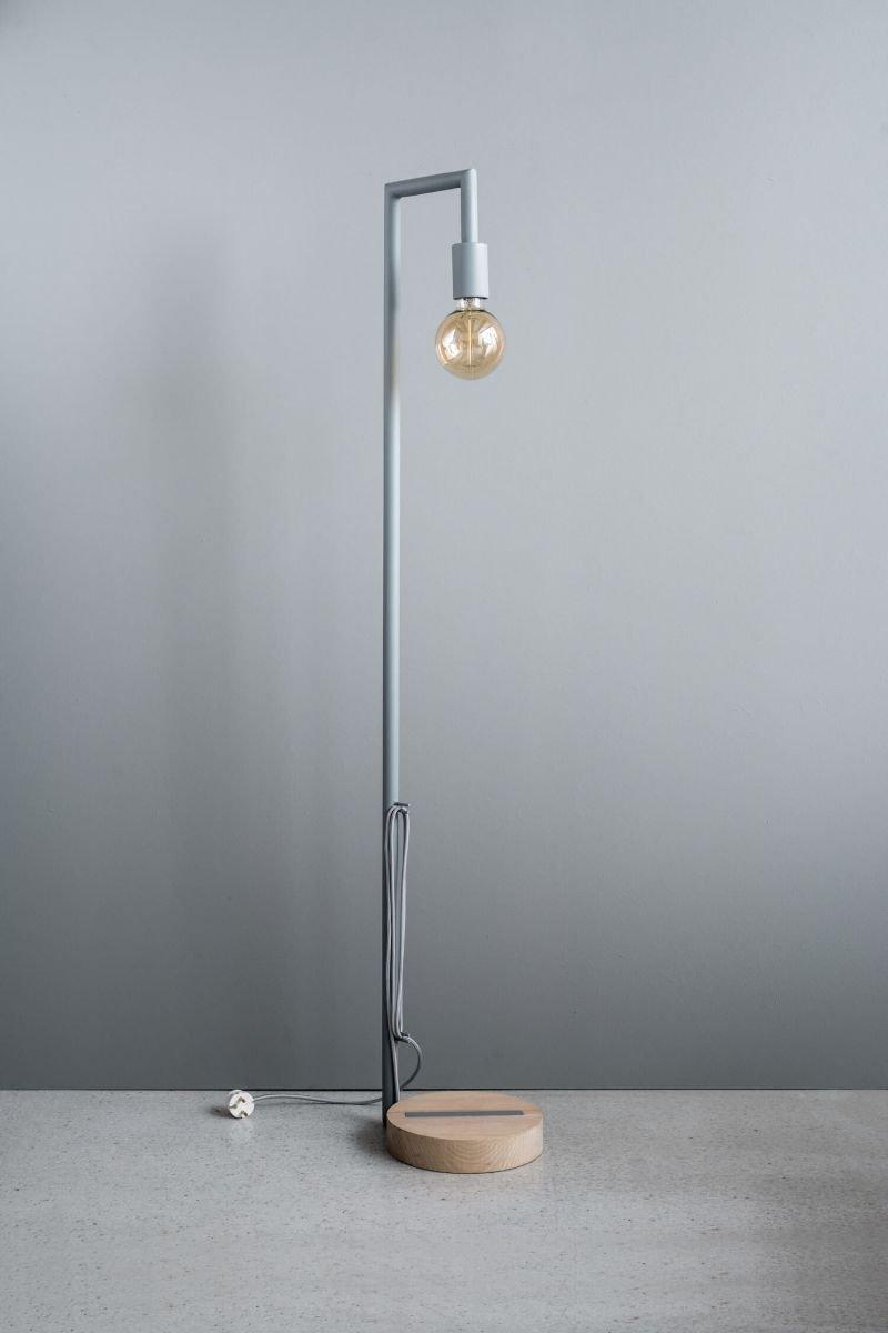 Металлическая лампа из серии SO1 изготовлена из металла и дерева. Доступна в 4-х цветах
