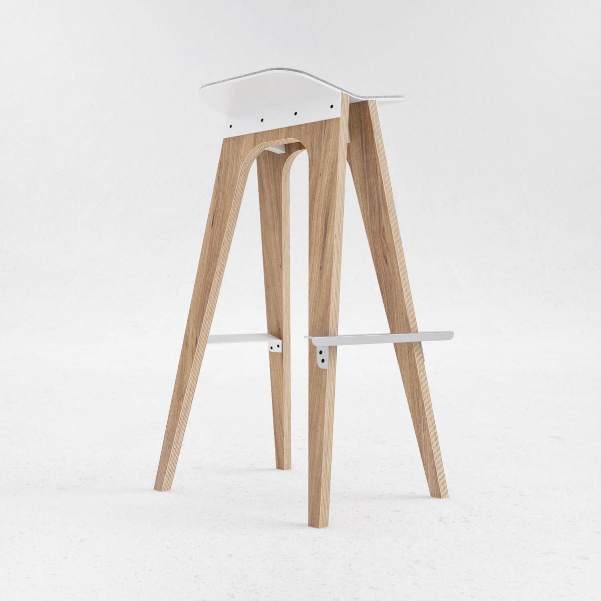 Барный стул С5 выполнен из шпонированной дубом фанеры, стали и войлока. Высота: 870 мм, вес изделия: 11,5 кг