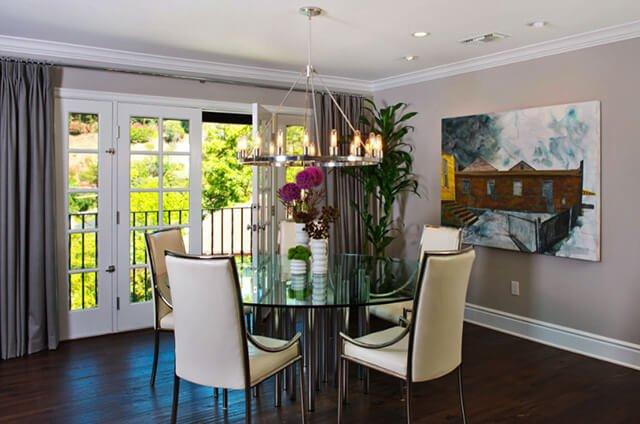 Плинтуса в интерьере играют роль завершающего штриха, благодаря которому общая стилистика приобретает выразительные краски.