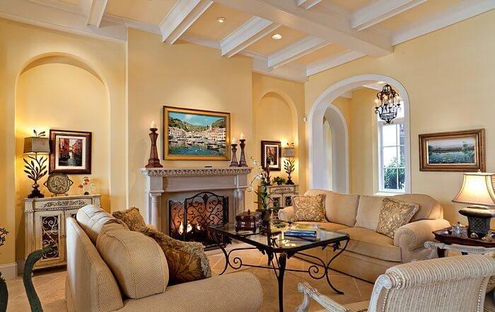 Главным героем гостиной в американском стиле является стол с металлическими хромированными ножками и полупрозрачной стеклянной столешницей.