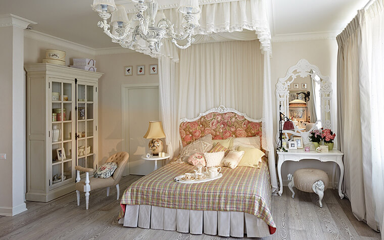 Светлая спальня с воздушным балдахином настроит на романтичный лад и подаритспокойный сон