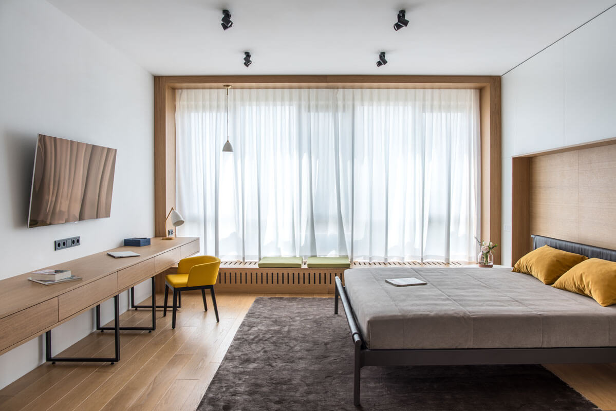 В спальне няни есть все необходимое для комфортной жизни: спальное место, большой гардероб, а также место для работы