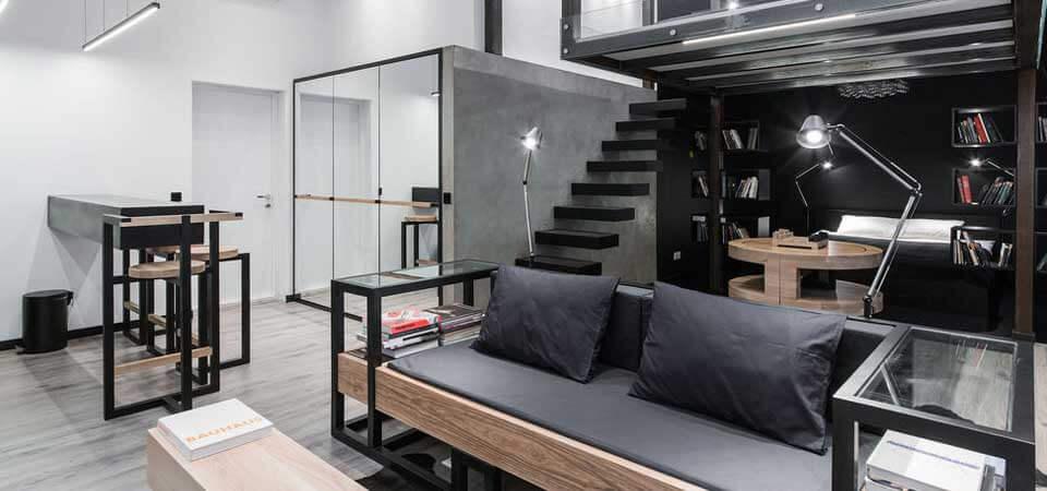 Световое зонирование, блеск металла и современная бытовая техника абсолютно заменяют многочисленные предметы декора в концепции стиля баухаус