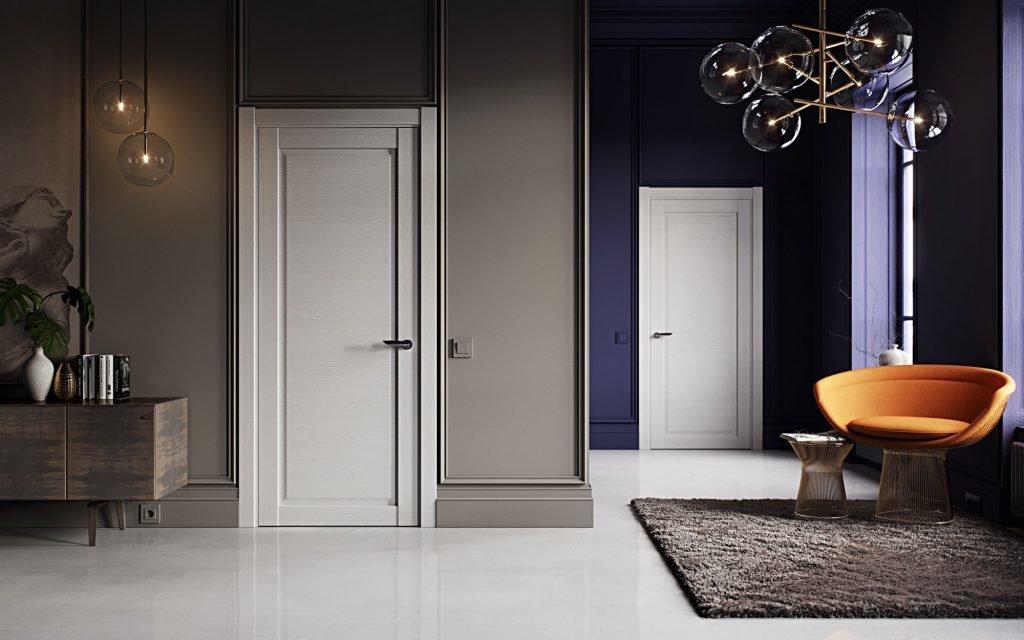 Белые двери на фоне серых и синих стен