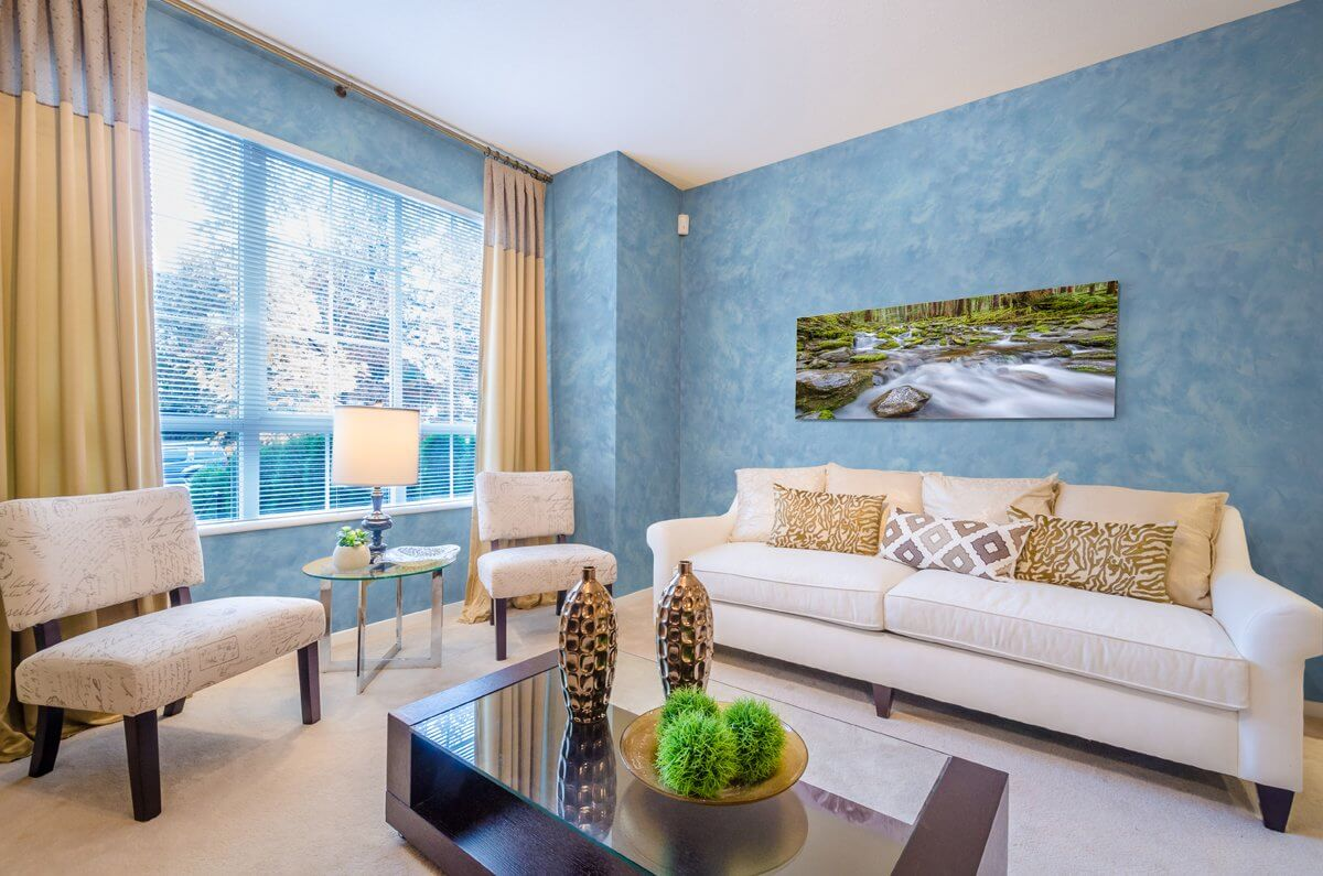 Декоративная краска для стен – универсальный и гипоаллергенный материал, который прослужит вам максимально долго.
