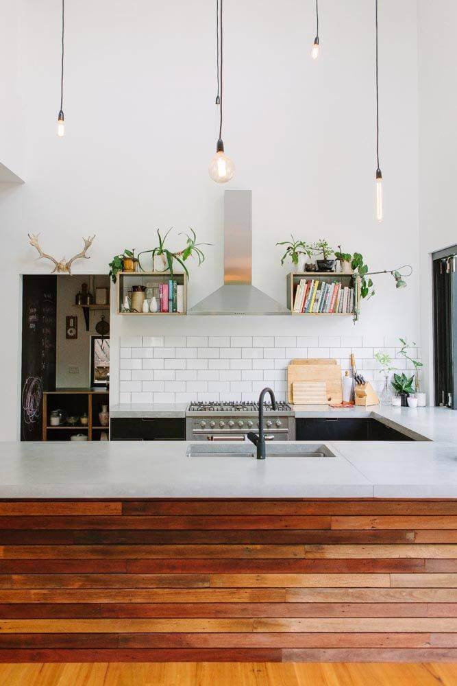 Современное прочтение деревянных панелей в интерьере не лишенно традиционной элегантности.