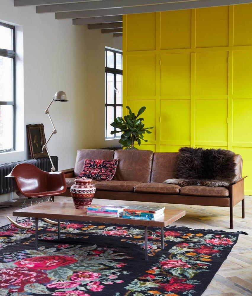Желтые деревянные панели — это вызов скучным и обыденным взглядам на современный минималистичный дизайн.