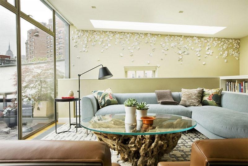 Стекло добавляет легкости и элегантности тяжелой деревянной мебели