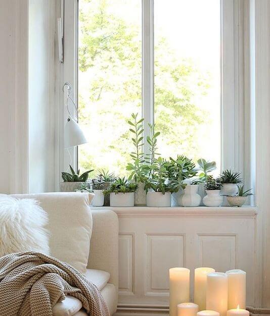 Стиль любит много естественного света, а также тепло и свет огня. В интерьере квартиры, отсутствие камина, могут заменить большие свечи – горят долго, а значит сказочное настроение может присутствовать практически бесконечно