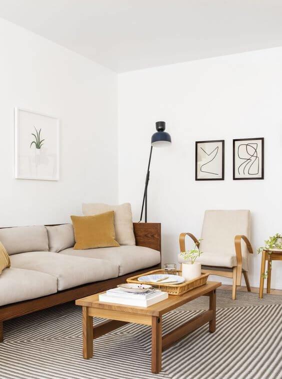 В качестве декоративного обрамления могут быть использованы ненавязчивые детали, такие как: шерстяные пледы, колоритные подушки.