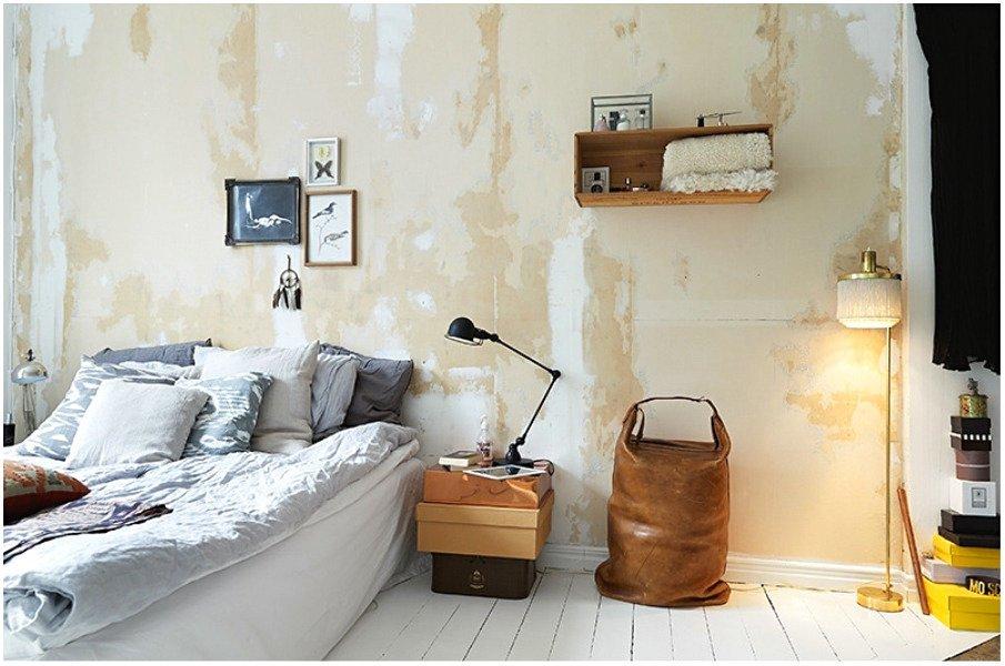 Интересно состарена стена, вместо кирпича или покраски