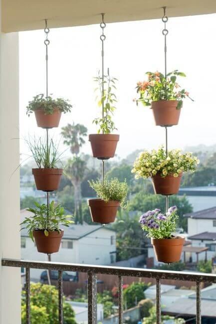 Любое открытое пространство в квартире может быть приспособлено под сад в миниатюре.