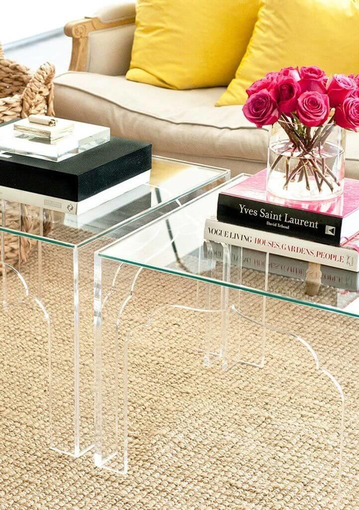 Люцитовая мебель - это нетривиально, стильно и уместно в небольших комнатах.