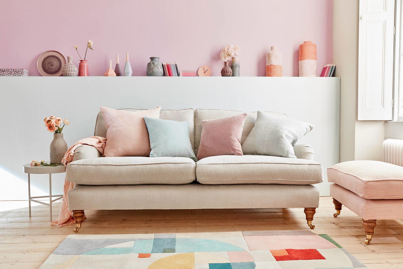 Цветовая палитра 2019 года предлагает широкий выбор на любой вкус: от нейтральных цветов доя ярких неоновых оттенков.
