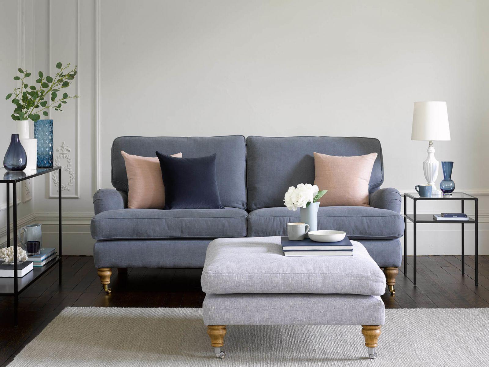 Диван - главный элемент гостиной, а значит должен сочетать в себе яркую индивидуальность владельца и многофункциональность.