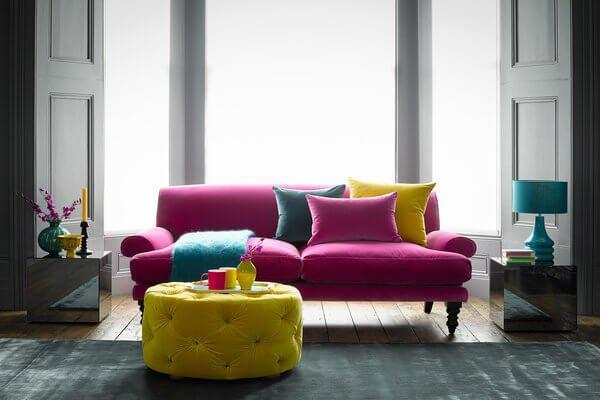 Текстуры материалов для дивана следует подбирать исходя из практичного назначения.