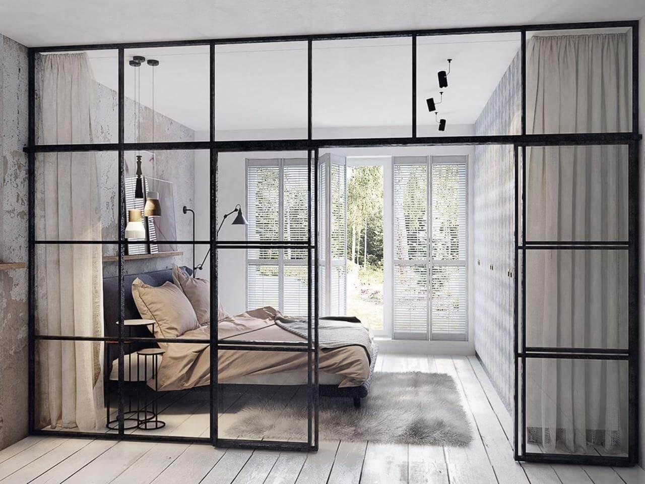 Прозрачные двери и конструкции создают впечатление легкости и воздушности
