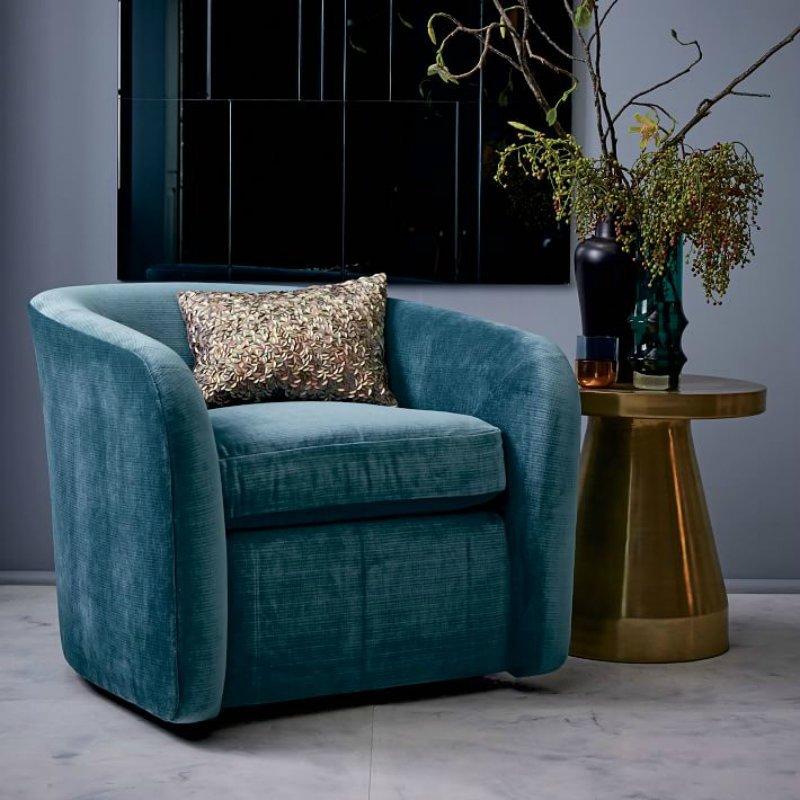 Материал кресла отображает его предназначение и эстетику дизайна.