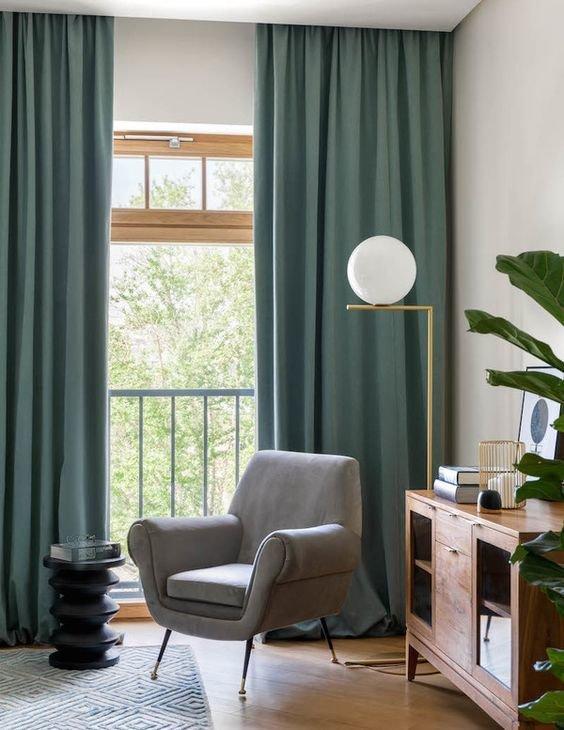 Уместное размещение кресла создаст визуально расширенное, наполненное пространство.