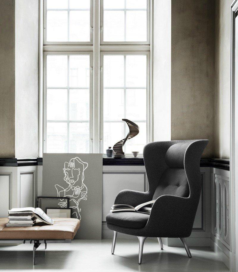 Сдержанная, элегантная гостиная невозможна без изысканного кресла.