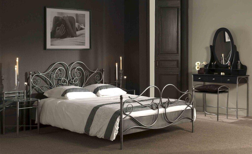 Если вы думаете что металлическая кровать вам не подойдет – посмотрите на этот интерьер