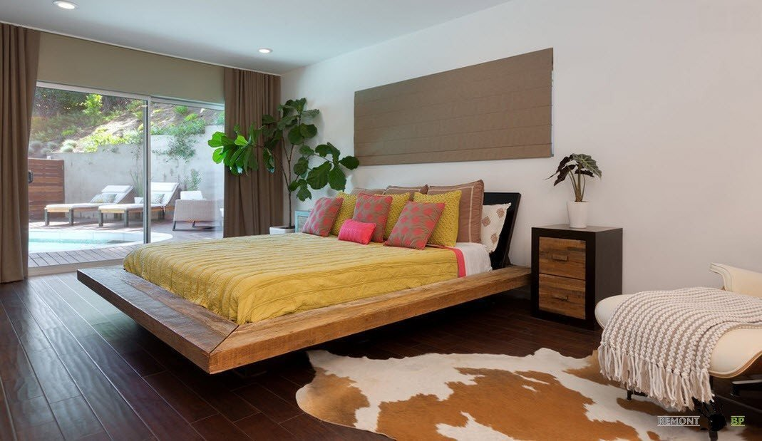 Помните, что кроме самой кровати необходимо правильно выбрать матрас.