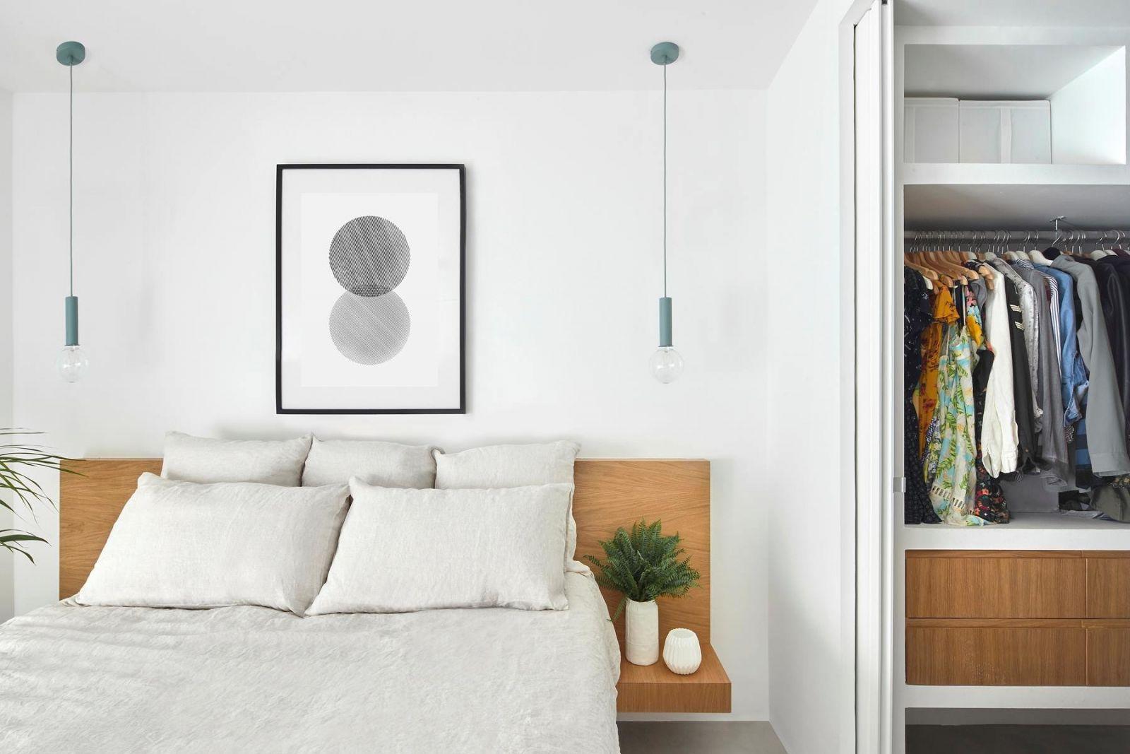 Спальня, совмещенная с гардеробной и ванной комнатой, является одним из самых удачных вариантов с точки зрения эргономики