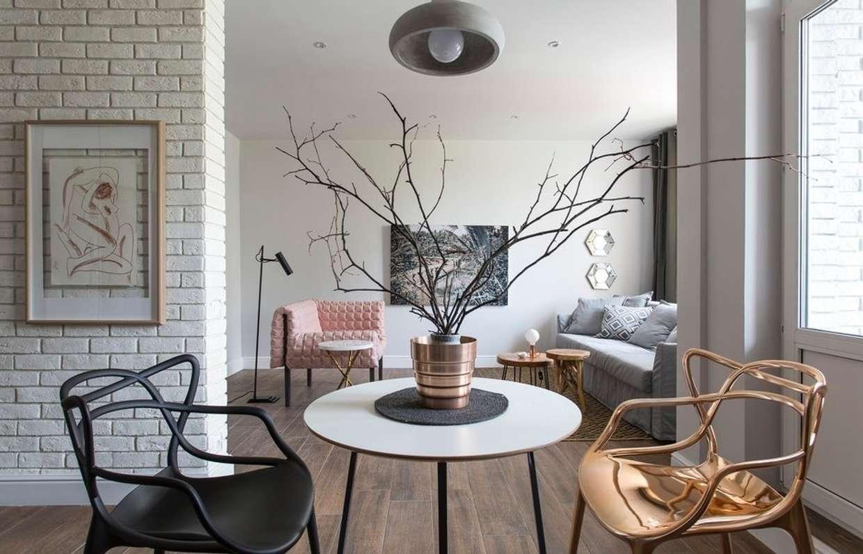 Сдержанность и умиротворенность скандинавского шика идеально подходит для дизайна небольшой гостиной.