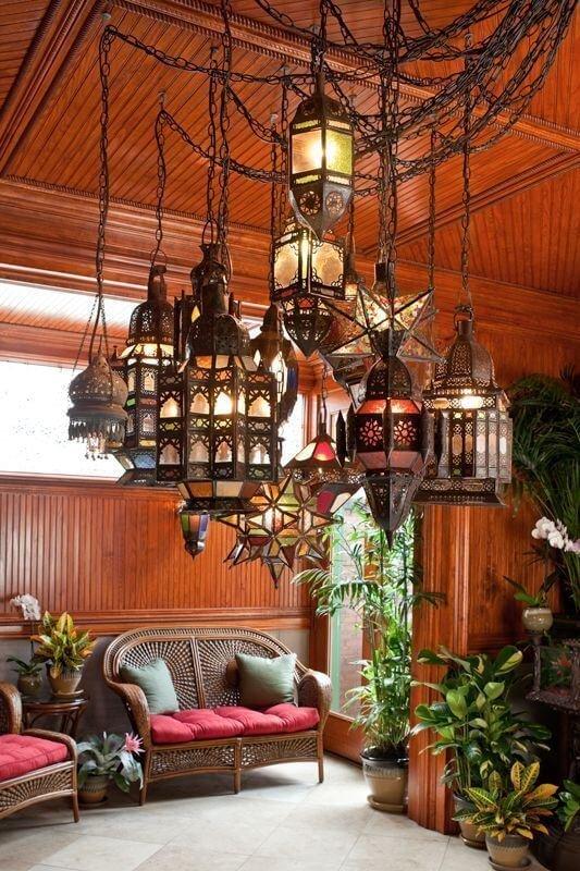 Фонари – еще один классический элемент декора, который можно увидеть в Марокко.