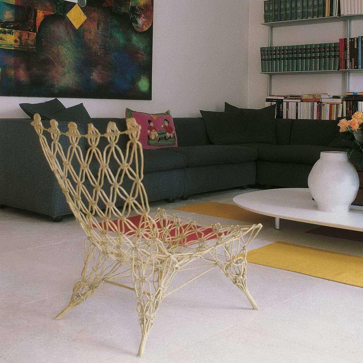 Изготоваливаемое под заказ стуло стало настолько популярным что в короткий срок разошлось тиражем более 1000 экземпляров и продолжает пользоваться спросом