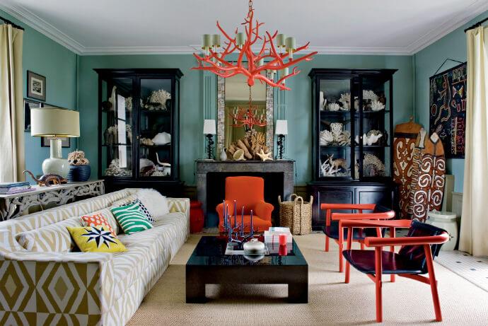 Чтобы получить яркий авангардный стиль добавьте в интерьер люстру-коралл, яркие подушки и мебель