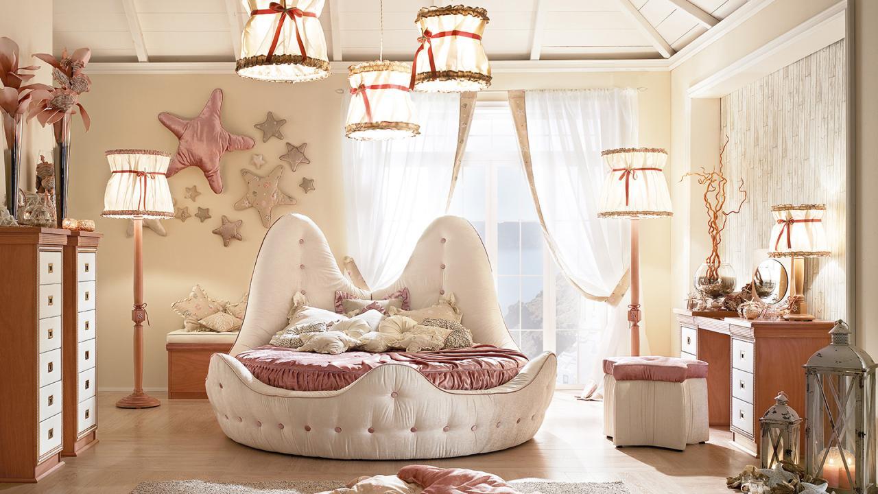 Пастельные нежно-розовые тона и необычная кровать-жемчужина заставят любую девочку почувствовать себя морской принцессой