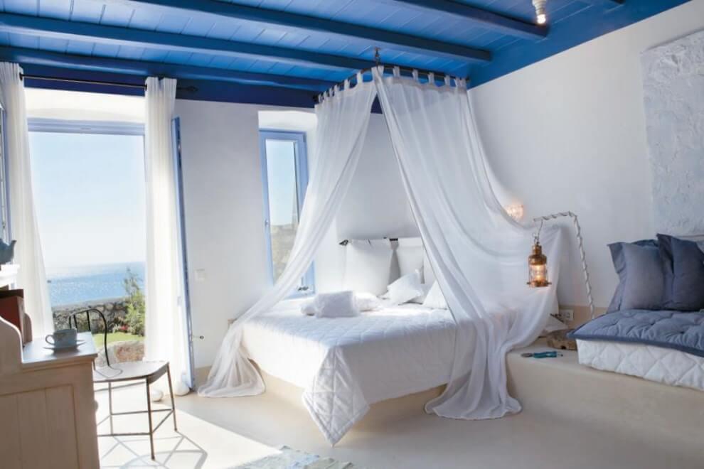 Воздушный балдахин над кроватью подарит романтическую атмосферу и создаст ощущение парящих парусов корабля