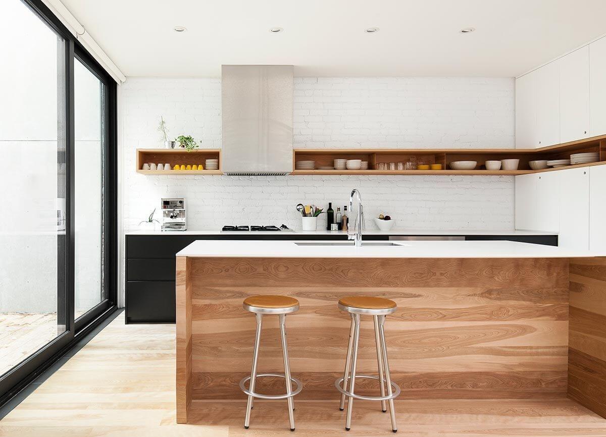 Прикосновение фактур: глянца и необработанной древесины подарит Вашему интерьеру особый минимастичный шарм.