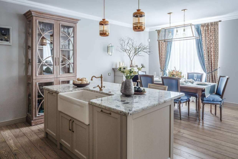Для стиля Прованс необходимым атрибутом является мебель, окрашенная в светлые тона в стилистике «бабушкиного» шкафа